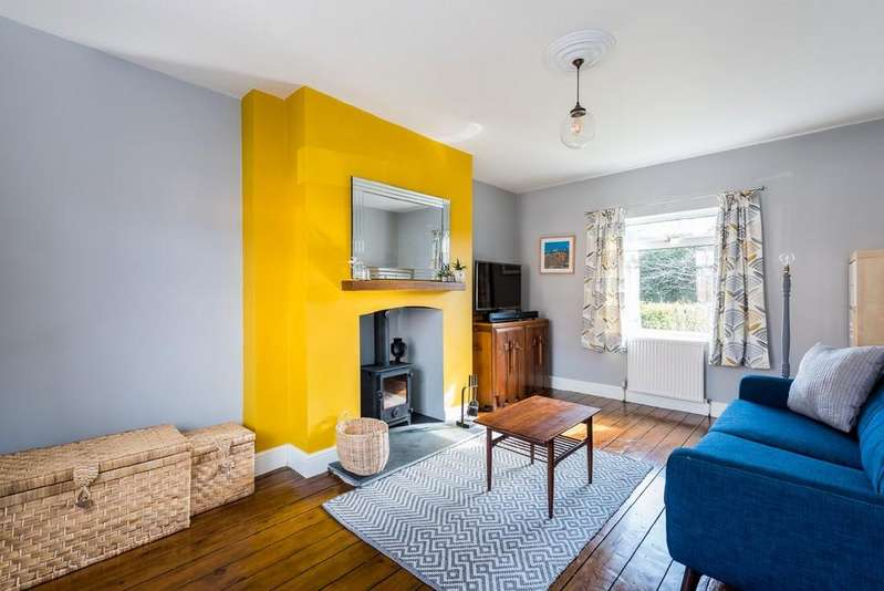 3 Bedrooms Terraced House for sale in Hammond Crescent, Drighlington