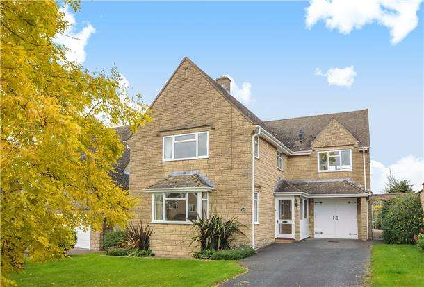 4 Bedrooms Detached House for sale in Ratcliff Lawns, Southam, GL52
