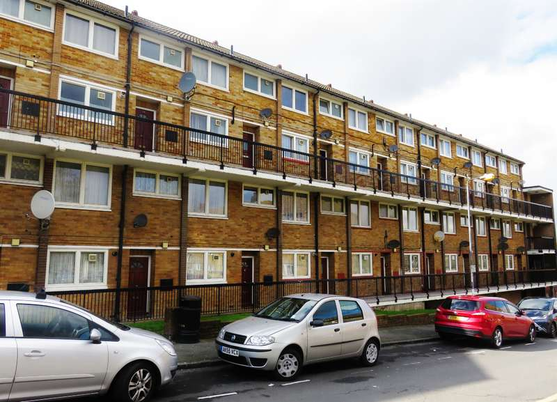 2 Bedrooms Maisonette Flat for sale in Knee Hill Crescent, Abbey Wood, London, SE2 0YL