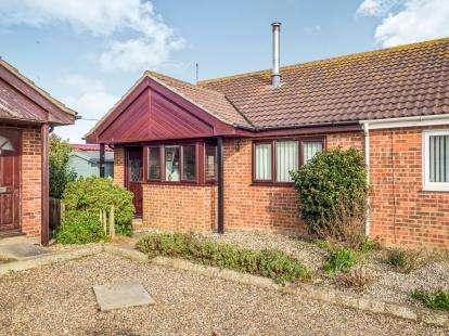 2 Bedrooms Bungalow for sale in Ostend Road, Walcott, Norfolk