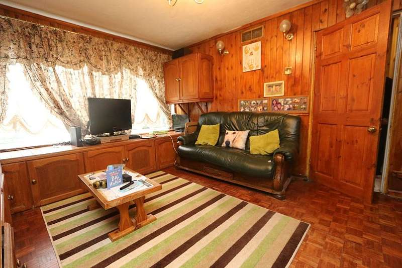 3 Bedrooms Terraced House for sale in Aldwick Close, Farnborough, Hampshire, GU14 8LJ