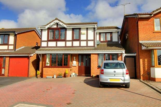 4 Bedrooms Detached House for sale in St. Austell Close, Nuneaton, Warwickshire, CV11 6SX
