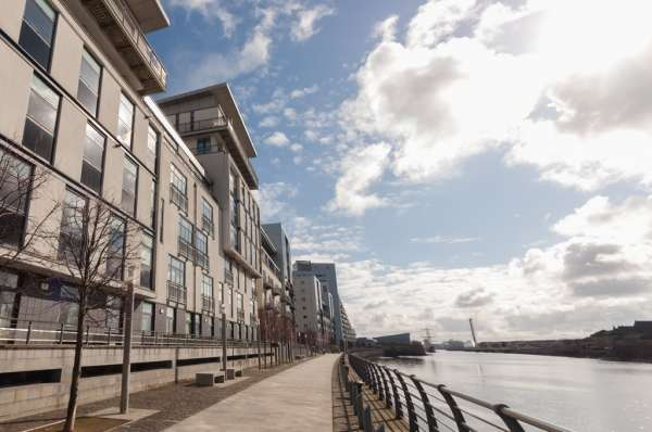 2 Bedrooms Flat for sale in Flat 1/3 336 Meadowside Quay Walk, Glasgow