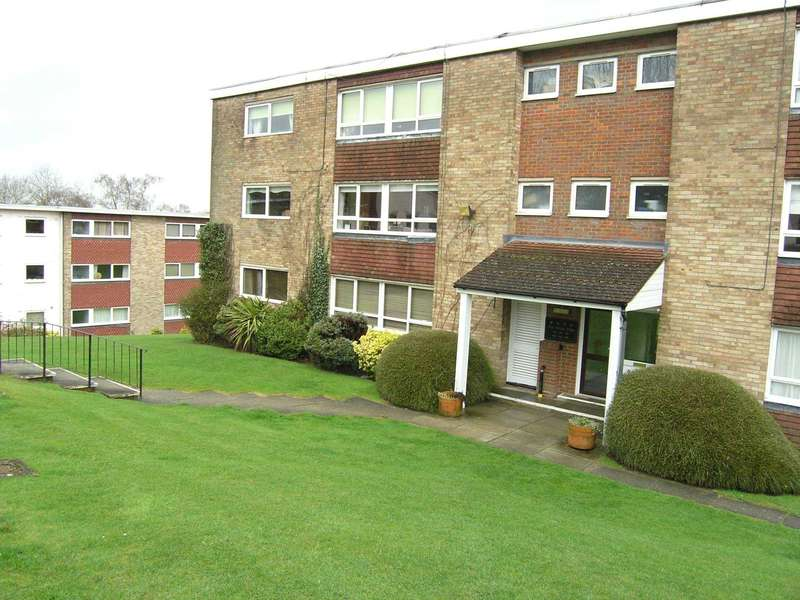 2 Bedrooms Flat for sale in The Four Tubs, Bushey
