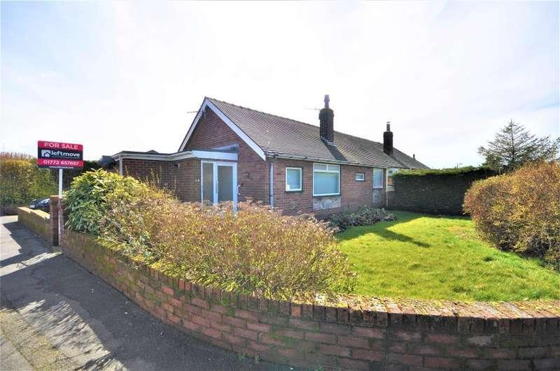 3 Bedrooms Semi Detached Bungalow for sale in Lamaleach Drive, Freckleton, Preston, Lancashire, PR4 1AJ