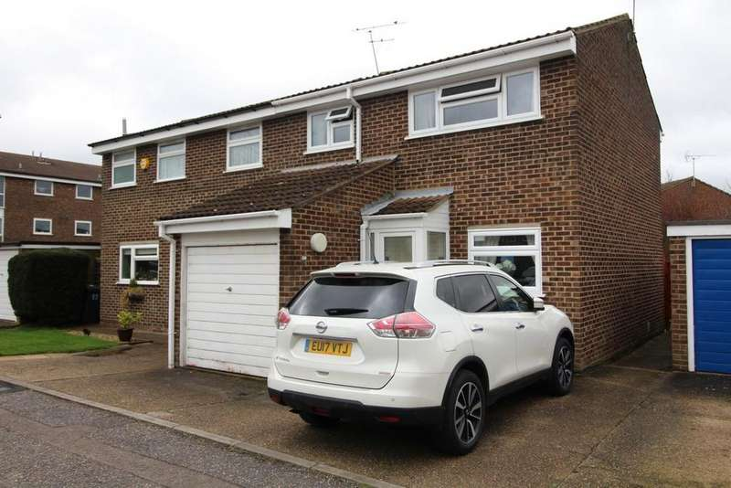 3 Bedrooms Semi Detached House for sale in Candytuft Road, Chelmsford, Essex, CM1