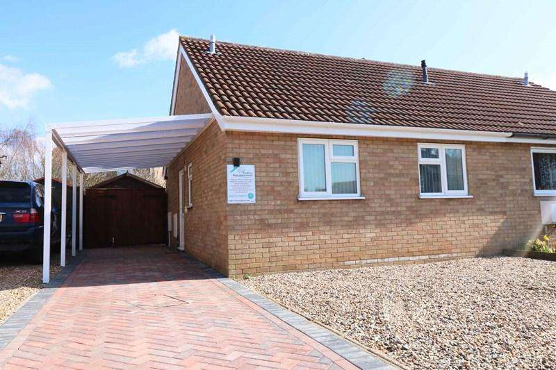 2 Bedrooms Semi Detached Bungalow for sale in Willow Close, Wymondham