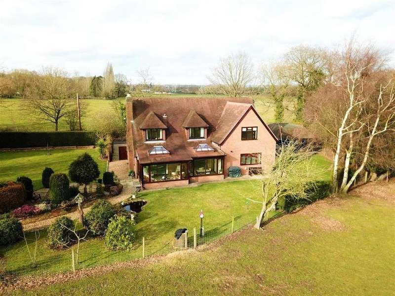 5 Bedrooms Detached House for sale in Lands End Lane, Twyford.