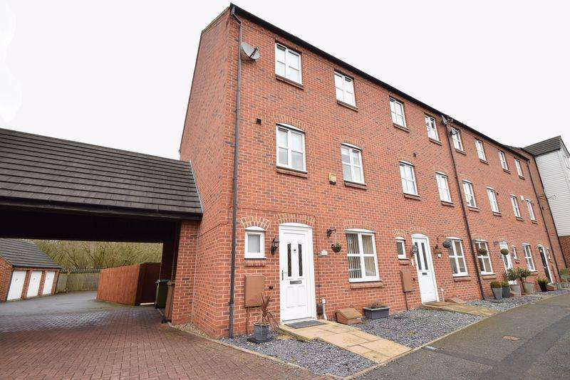 4 Bedrooms Terraced House for sale in Bridgeside Close, Clayhanger,