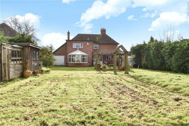 4 Bedrooms Detached House for sale in Reading Road, Eversley, Hampshire