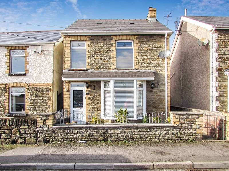 3 Bedrooms Detached House for sale in Wimborne Road, Pencoed, Bridgend. CF35 6SG
