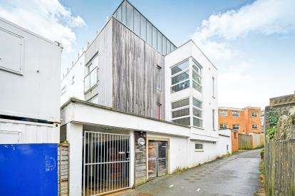 1 Bedroom Flat for sale in The Crescent, Newquay, Cornwall