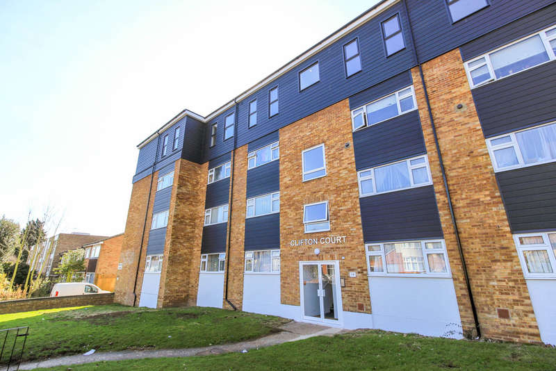 2 Bedrooms Flat for sale in Snakes Lane West, Woodford Green