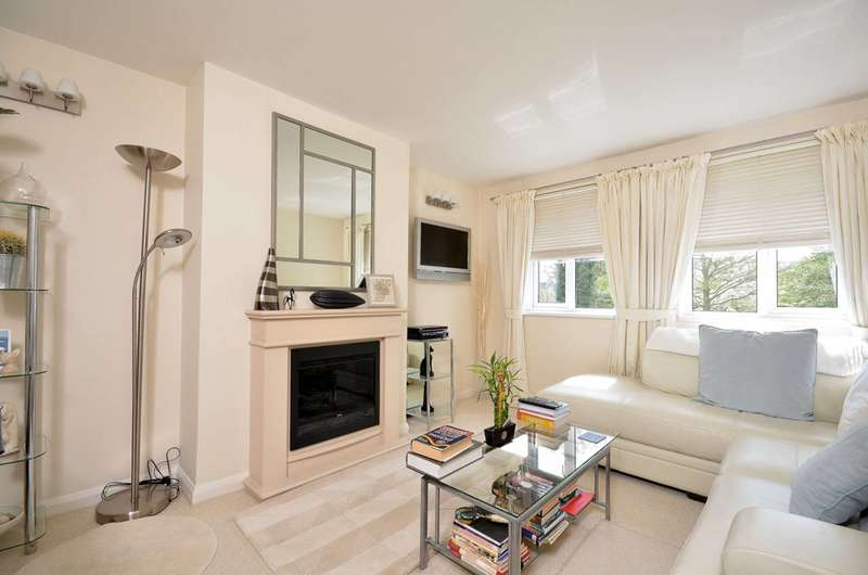 2 Bedrooms Maisonette Flat for rent in South Bank, Surbiton, KT6