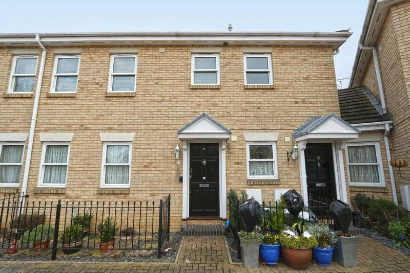 3 Bedrooms Flat for sale in Regency Court, Station Approach, Hockley