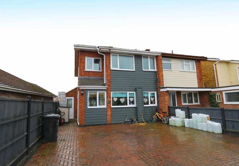 3 Bedrooms Semi Detached House for sale in Tudor Close, Eastwood SS9