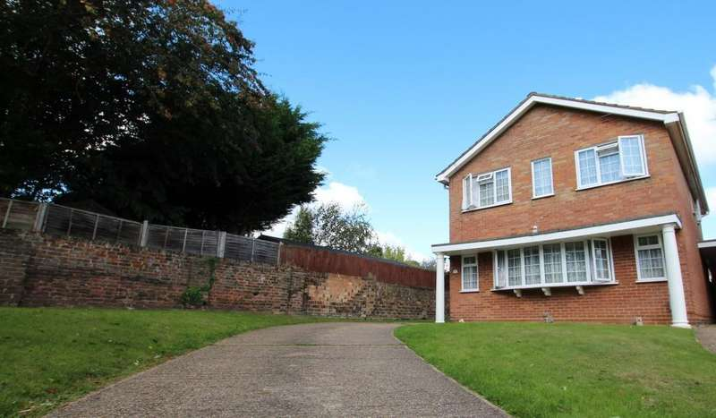 4 Bedrooms Detached House for sale in Monks Close, Broxbourne, EN10