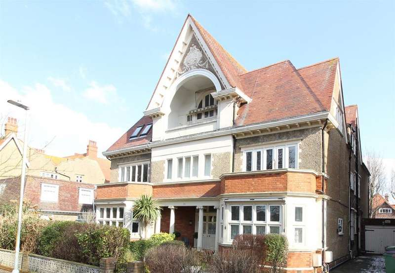2 Bedrooms Flat for sale in Grimston Gardens, Folkestone, Kent CT20 2PU