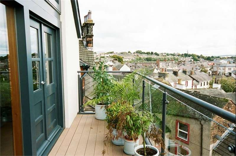 2 Bedrooms Flat for sale in The Penthouse, 3 Castlegate, Penrith, Cumbria