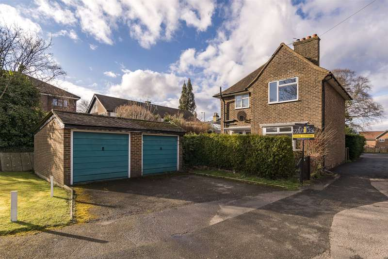3 Bedrooms Detached House for sale in The Frenches, Redhill, Surrey, RH1