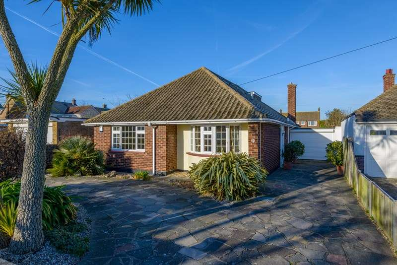 4 Bedrooms Detached Bungalow for sale in Burges Estate, Thorpe Bay