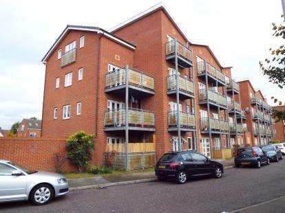 2 Bedrooms Flat for sale in Dagenham