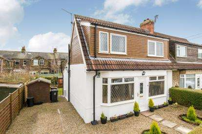 2 Bedrooms Bungalow for sale in Charles Avenue, ., Harrogate, North Yorkshire