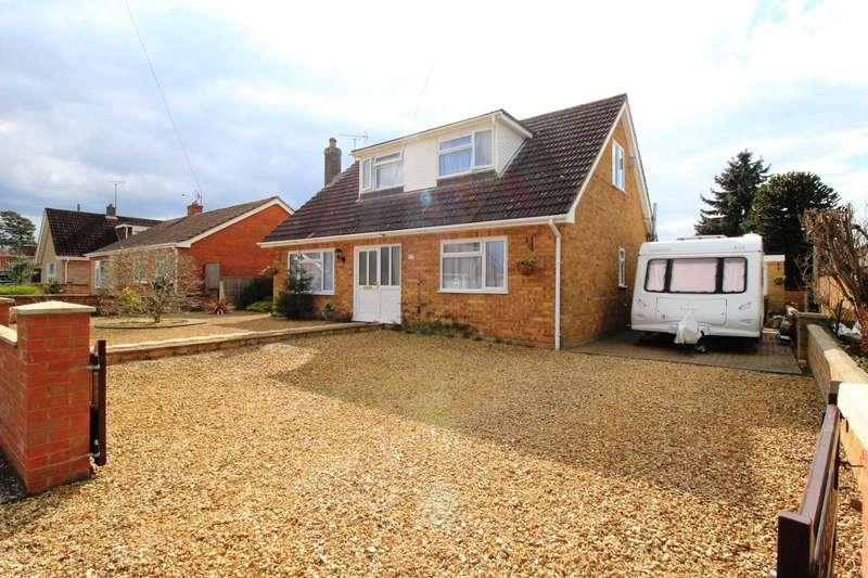 3 Bedrooms Detached House for sale in Walnut Place, Gooderstone