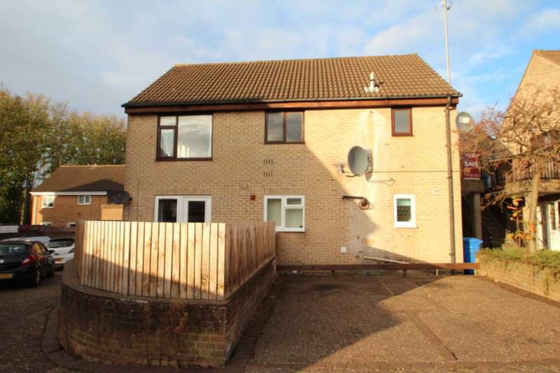 2 Bedrooms Flat for sale in Bryony Close, Norwich