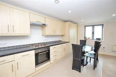 2 Bedrooms Flat for rent in Westgate Central, Wakefield