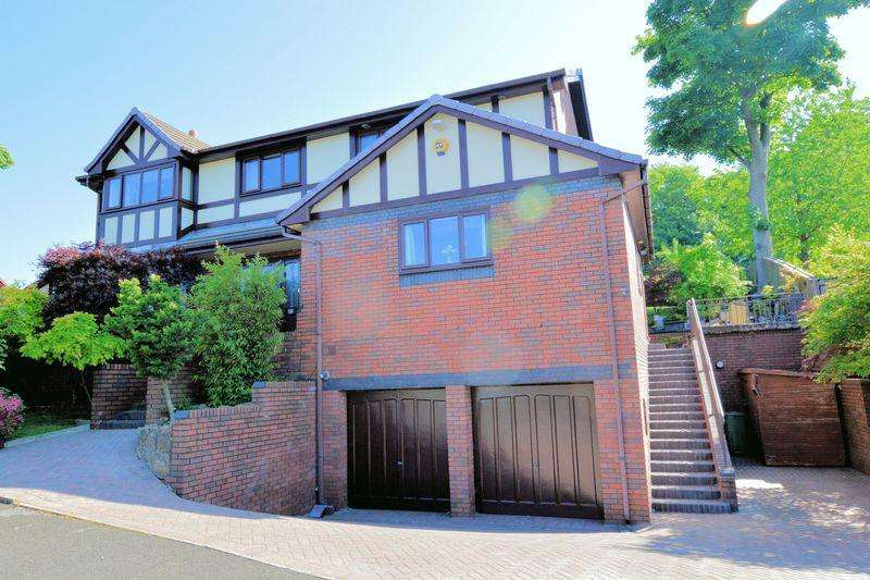 5 Bedrooms Detached House for sale in Bridgefield Drive, Bury