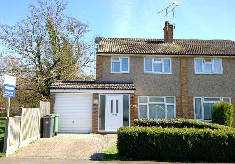 3 Bedrooms Semi Detached House for sale in Freemantle Road, Bagshot