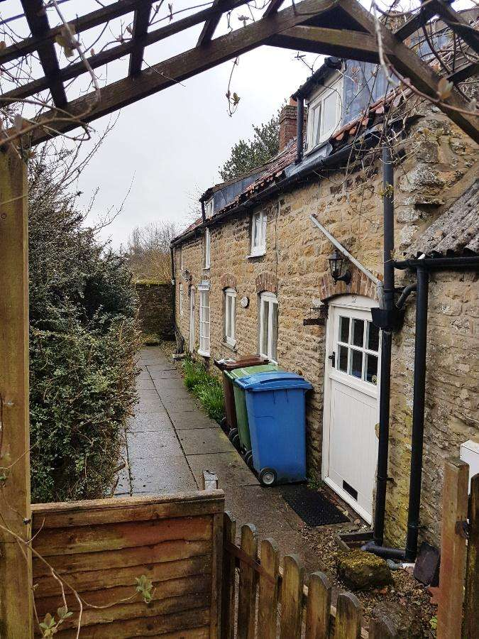 2 Bedrooms Cottage House for rent in 32 High Street, Snainton YO13