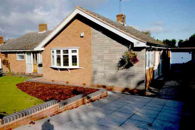 2 Bedrooms Semi Detached Bungalow for sale in PEDMORE - Stevens Road