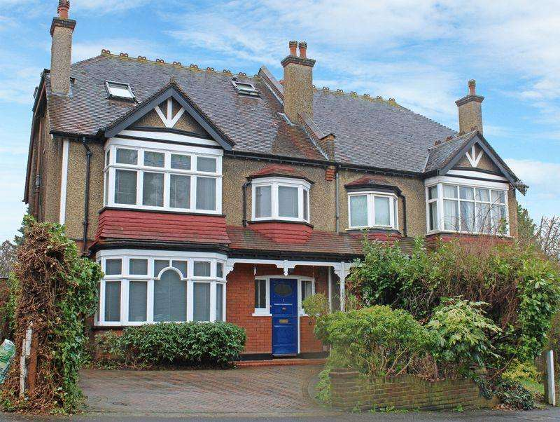 6 Bedrooms Semi Detached House for sale in Florence Road, Sanderstead, Surrey