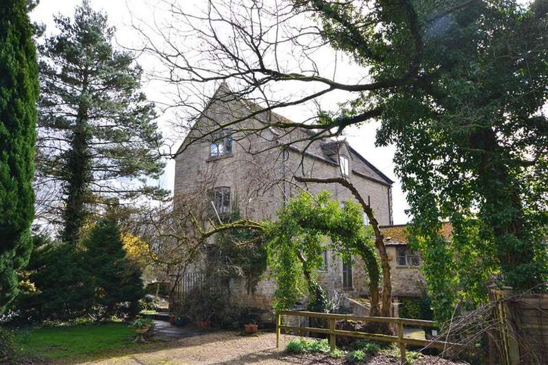 5 Bedrooms Detached House for sale in Road Green, North Nibley, Dursley