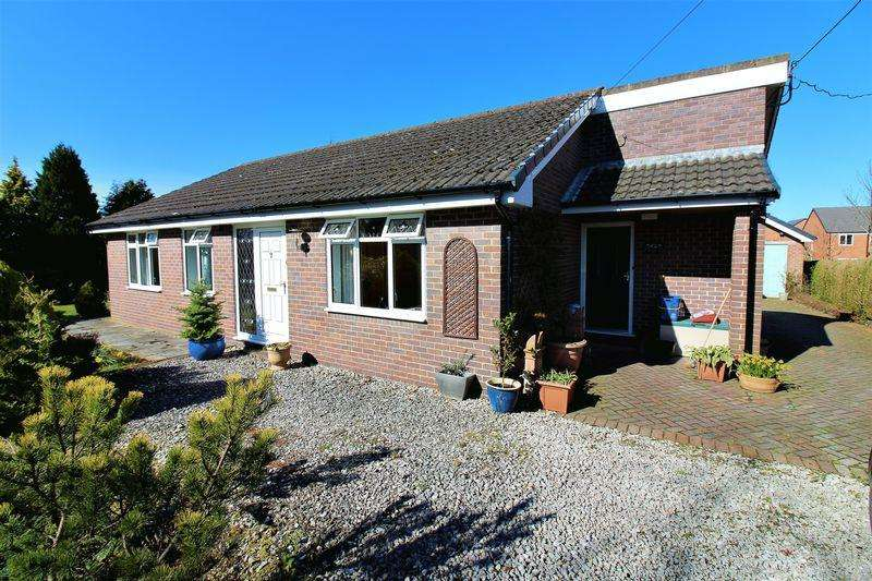 4 Bedrooms Detached Bungalow for sale in Field Farm Lane, Buckley
