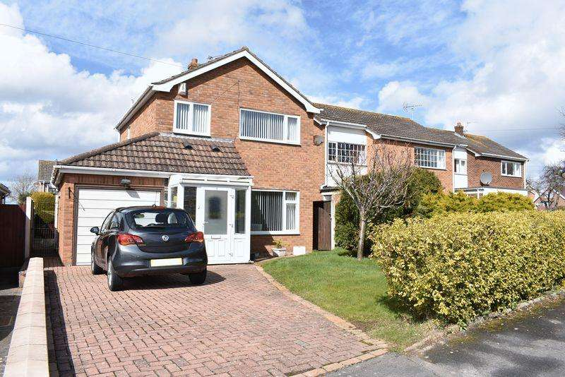 3 Bedrooms Detached House for sale in Bishops Walk, St. Asaph