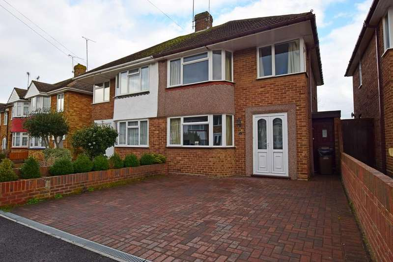 3 Bedrooms Semi Detached House for sale in Northumberland Avenue, Rainham, Gillingham, ME8