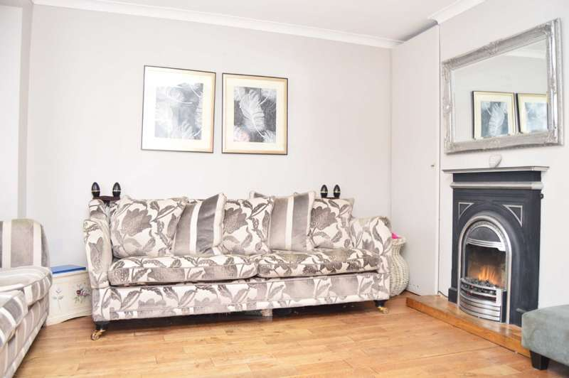 3 Bedrooms Terraced House for sale in Chippenham Close, Harold Hill