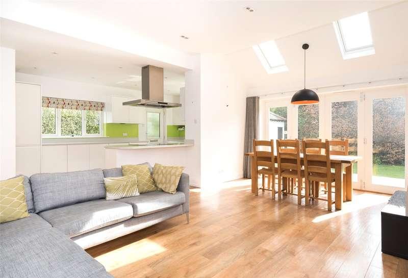 4 Bedrooms Detached House for rent in Moorland Drive, Leeds, West Yorkshire, LS17