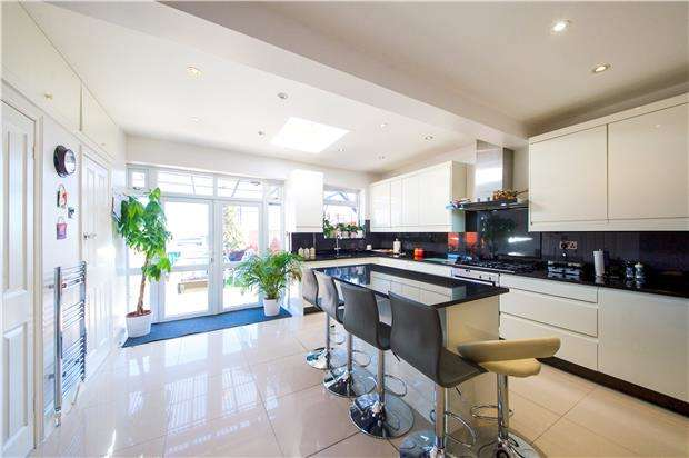 3 Bedrooms Terraced House for sale in Summit Close, KINGSBURY, NW9 0UL
