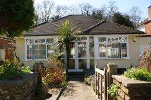 2 Bedrooms Bungalow for sale in Holmwood Avenue, Sanderstead, South Croydon, Surrey