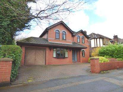 4 Bedrooms Detached House for sale in Hollinhurst Avenue, Penwortham, Preston, Lancashire, PR1