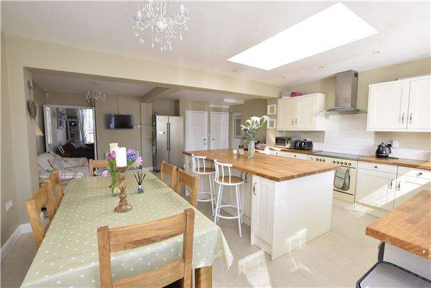 3 Bedrooms Semi Detached House for sale in Bradley Avenue, Winterbourne BS36 1HP
