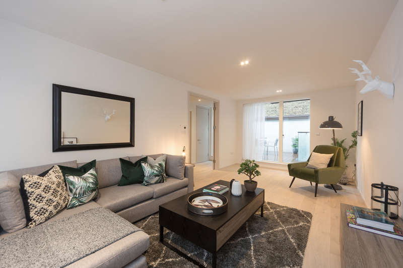 4 Bedrooms Terraced House for sale in Clifford Terrace, N16 8QW