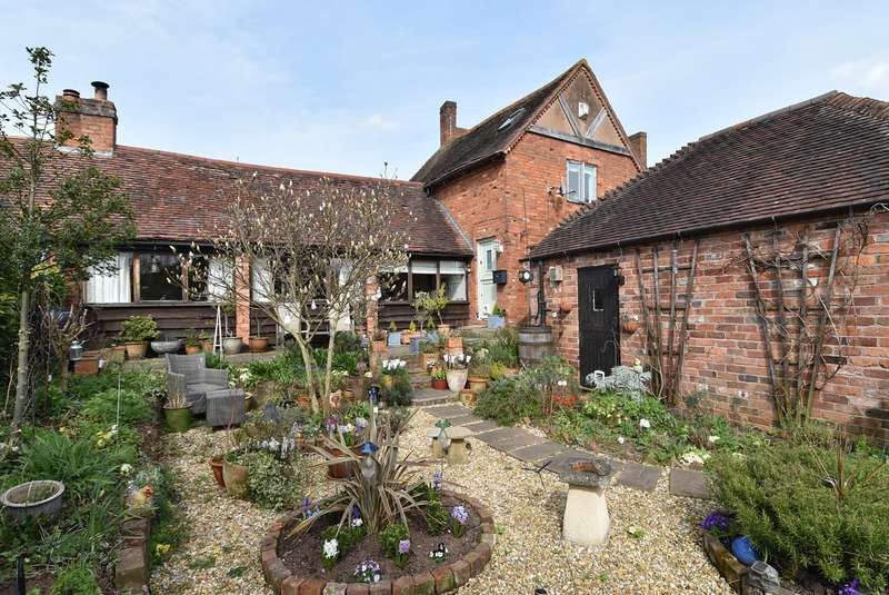 2 Bedrooms Barn Conversion Character Property for sale in Mere Green, Hanbury, Droitwich, WR9