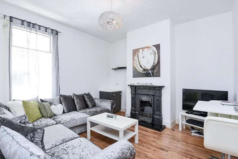3 Bedrooms Terraced House for sale in Arngask Road, Catford