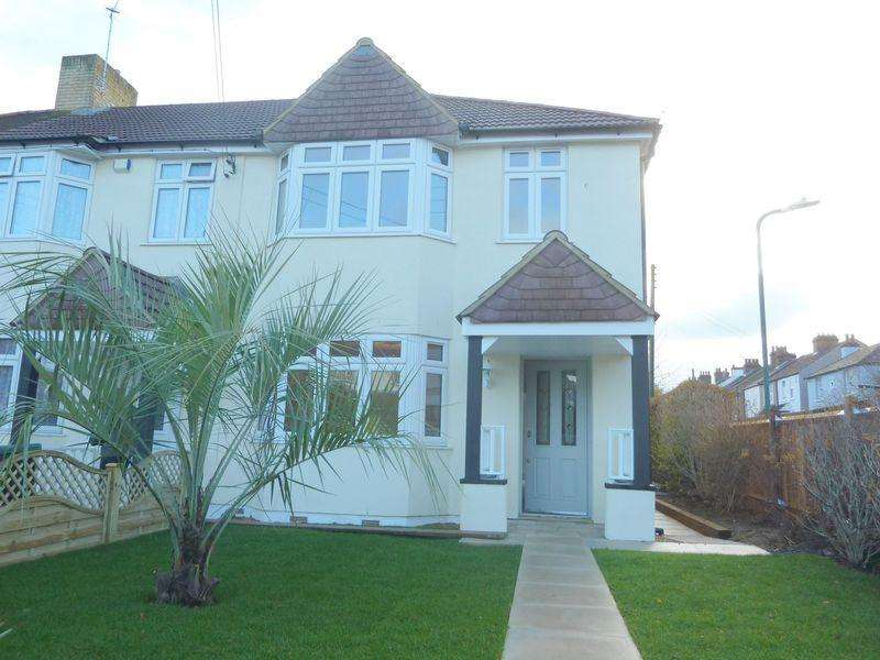 3 Bedrooms Terraced House for sale in College Road,Hextable