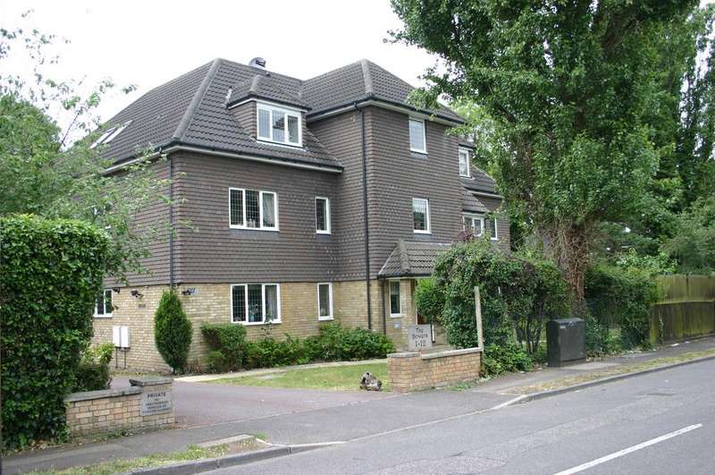 2 Bedrooms Apartment Flat for sale in Bowers, Ayloffs Walk, Emerson Park, Hornchurch RM11